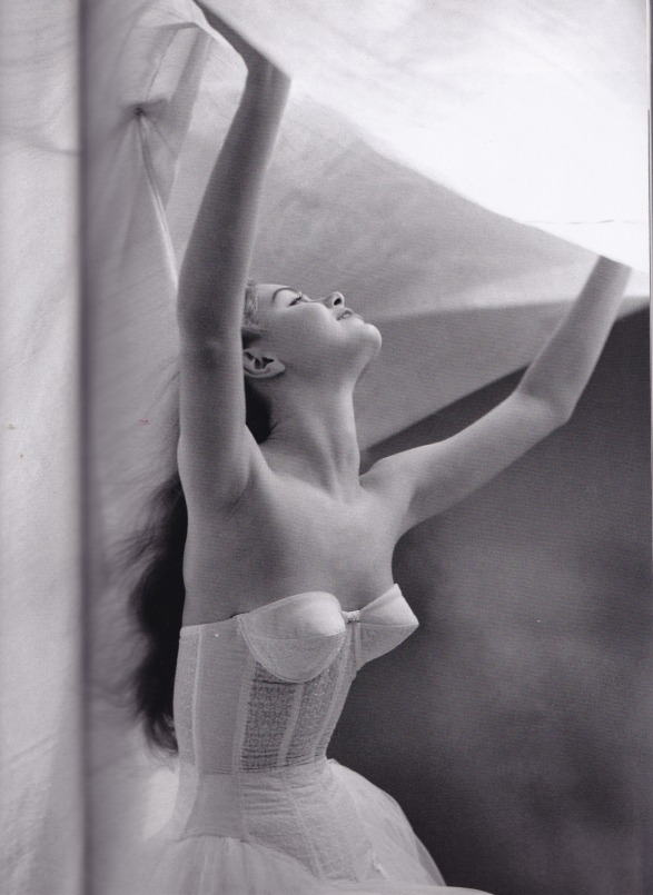 2016 Mar - Spring Advertisement for La Roche, early 1950′s. Photo by Lillian Bassman.