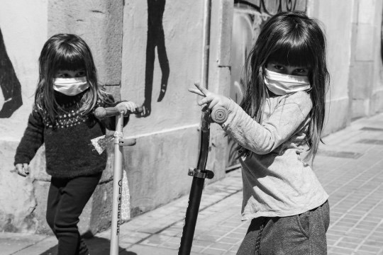2020 Apr 26 - Miquel Benitez, children playing outside, Spain 1